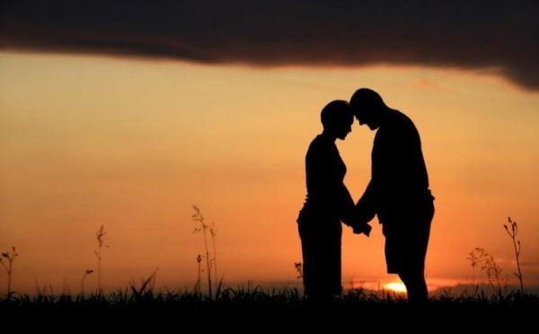 Par ved solnedgang