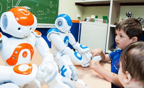 To roboter med barn