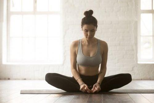 yoga for nybegynnere. Sommerfuglstilling