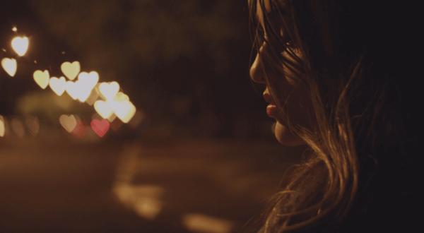 En kvinne om natten.