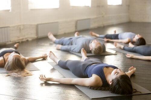 4 yogastillinger for en bedre søvn