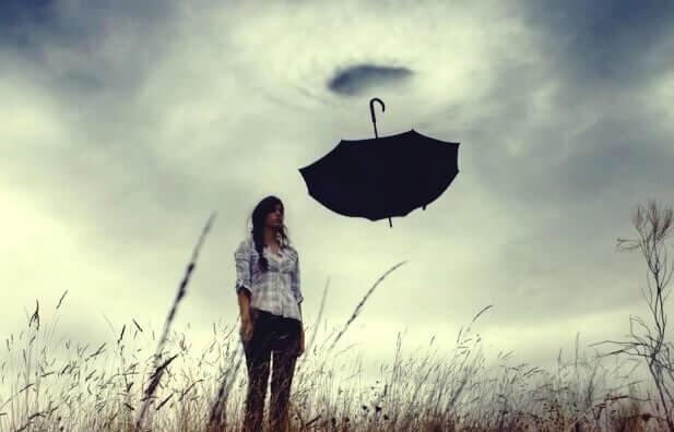 kvinne med emosjonelle kvaler