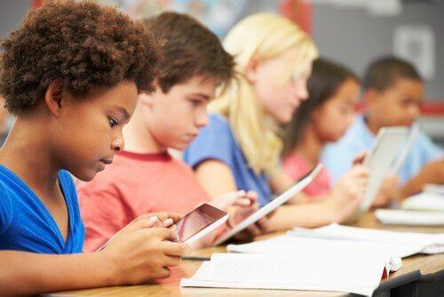 Jerome Bruner: 9 teorier for bedre utdanning