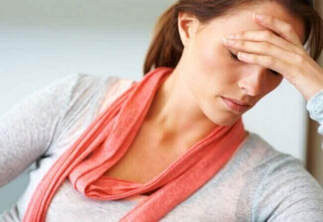 Dame med hodepine