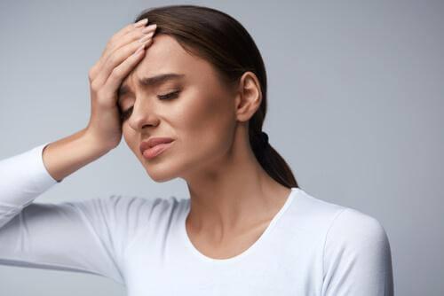 Hodepine forårsaket av dehydrering: mer vann og mindre medisin