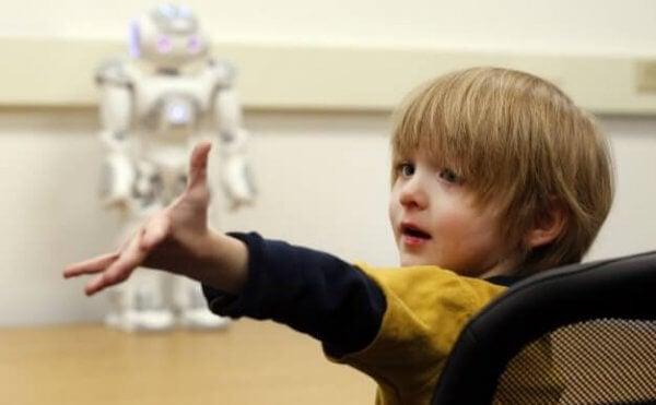 Gutt med roboten sin