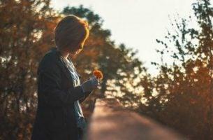 Å tenke for mye på minner betyr å leve mindre