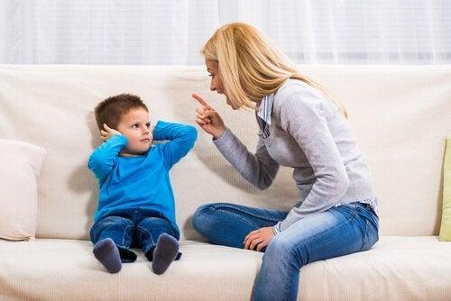 2 konsekvenser av å rope til barna