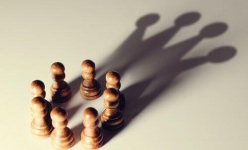 5 kognitive biaser som favoriserer de som er i maktposisjoner