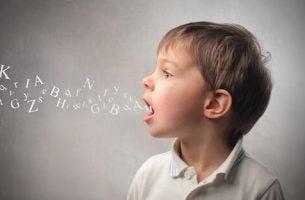De mest vanlige lingvistiske feilene hos barn i alderen 3 til 6 år