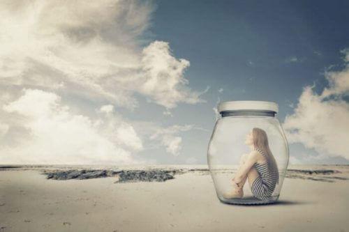 En tenåring kan føle seg alene med alle sine nye emosjoner