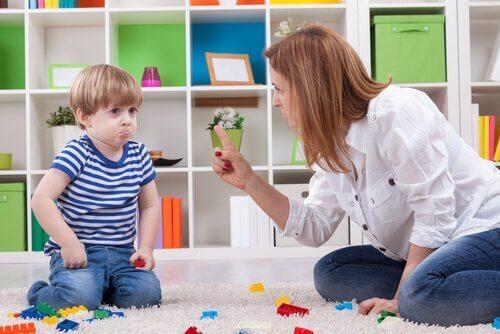 Mor kjefter på sønn
