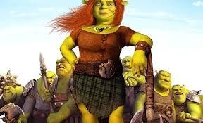 Prinsesse Fiona i kilt og med øks