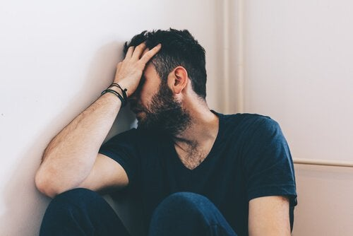Mann lider av mishandling i hjemmet