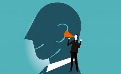Å tenke høyt forbedrer vår mentale evne