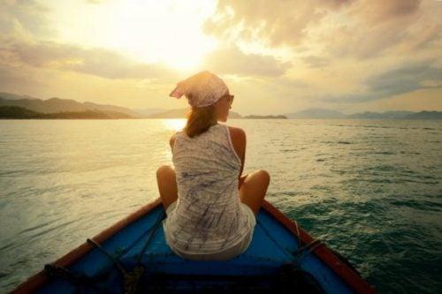 Kvinne i båt