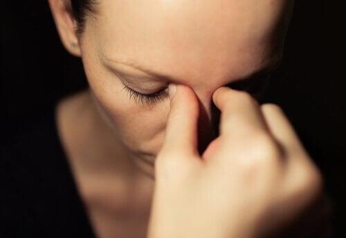 Stresset kvinne tenker