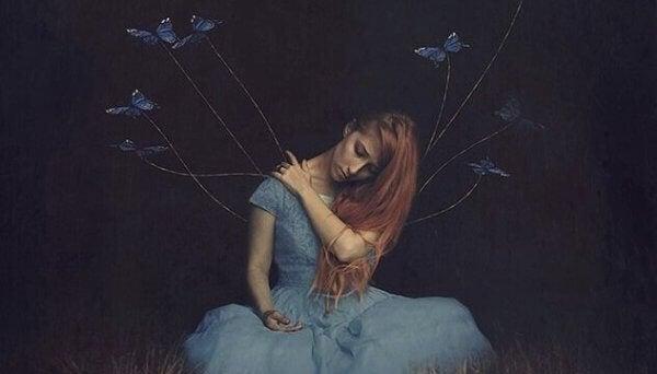 Jente med bundet opp sommerfugler som symboliserer egofeller