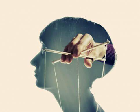 4 kjennetegn ved manipulerende personer