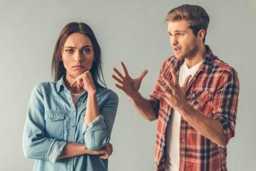Likegyldigheten av passiv-aggressive mennesker