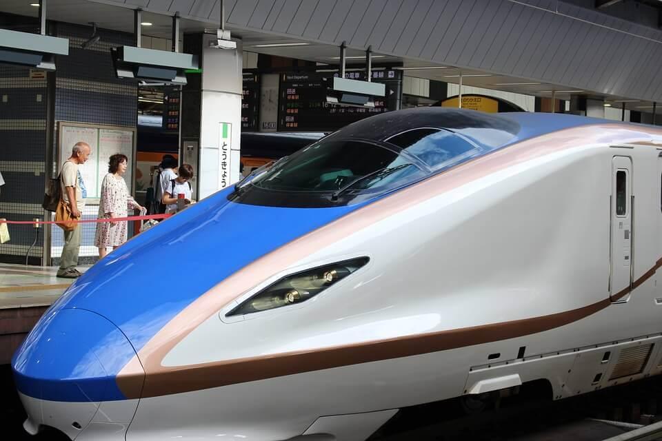 Lyntog som representerer Shinkansen-effekten