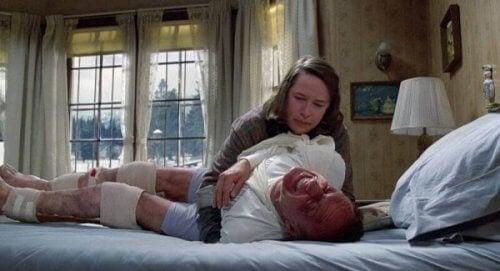 Annie Wilkes besettelse med Sheldon leder til en en vinter full av tortur.