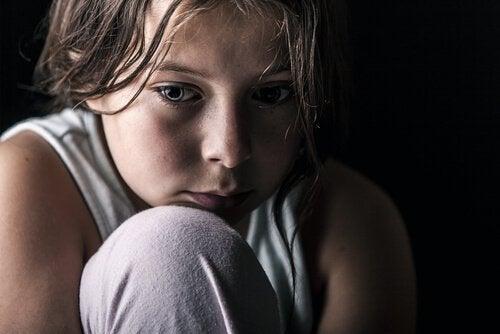 Barn føler smerten av separasjon.