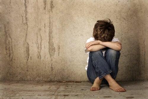 Forakt kan forårsake store skader for barn som opplever det i deler av barndommen.
