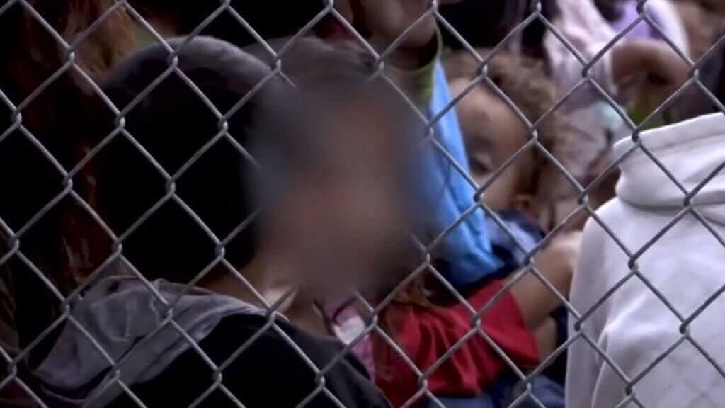 Barn i bur