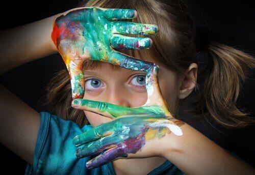 Hvordan ser et begavet barn ut? Barn med maling