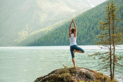 5 enkle yoga-posisjoner som kanaliserer din energi