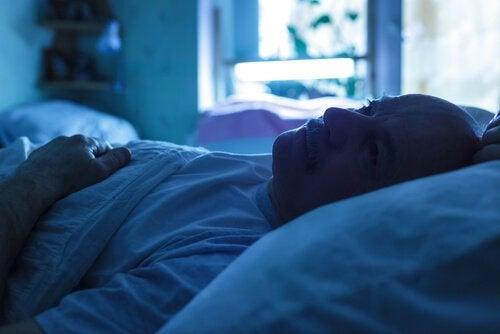 Søvnproblemer kan være et symptom på mannlig overgangsalder.