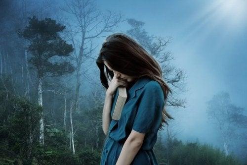 En trist pike som frykter å bli forlatt