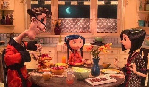 Caroline spiser middag med sin alternative familie