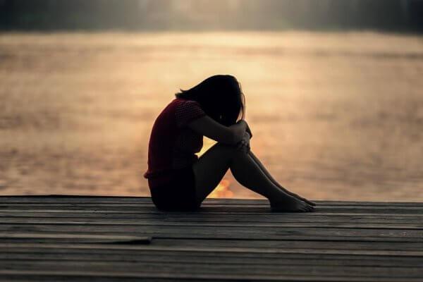 Kvinne opplever ensomhet