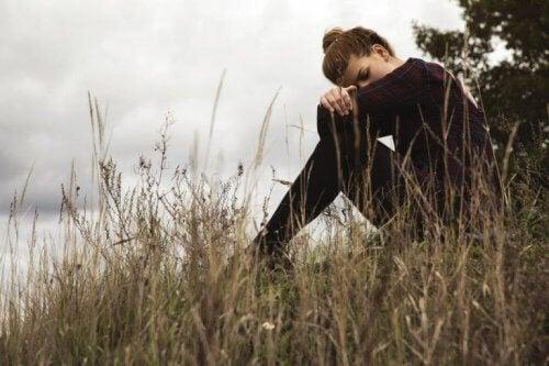 Kvinne opplever følelse av tristhet