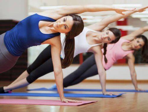 Kvinner gjør Pilates