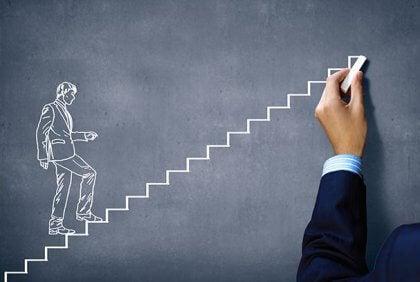 En person tegner en mann som går opp trapper