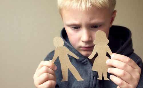 Å bruke skyld for å oppdra barn: Hva gjør det med barna?