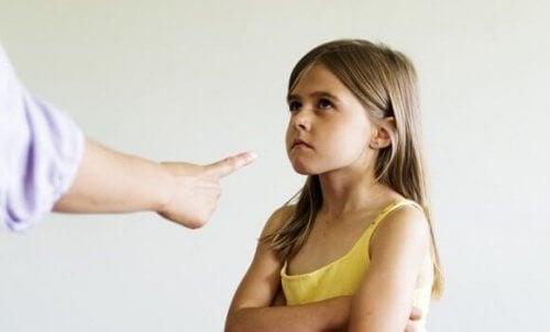 Å bruke skyld til å oppdra barn