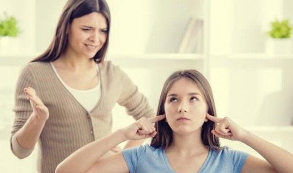 Jente lytter ikke til moren sin