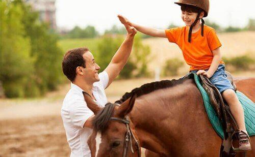 6 fordeler med heste-assistert terapi