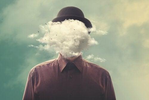 Mann med sky som hode