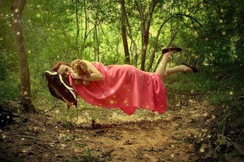 En svevende kvinne