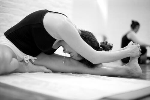 Bikram-yoga: Hva det er og fordelene med det