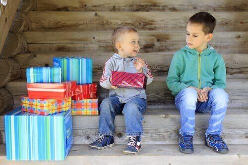 Sjalusi kan ofte oppstå mellom søsken.