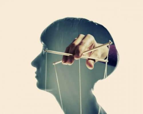 Emosjonell manipulasjon.