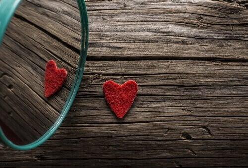 Hjerte i et speil.