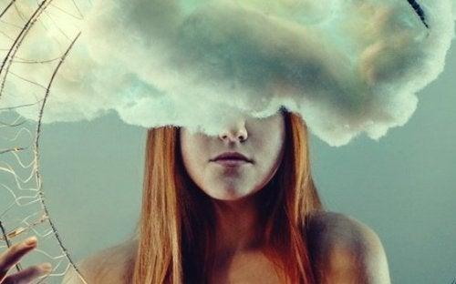Overdreven dagdrømming blir som en avhengighet, dersom en person plutselig må avbryte en slik fantasi, vil de bli opprørte og vanligvis oppleve en følelse av angst.
