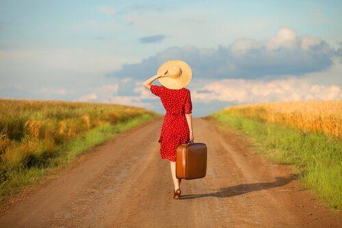 Kvinne med koffert.